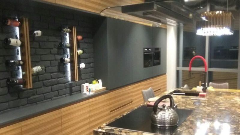 Кухня премиум Фасады зебрано